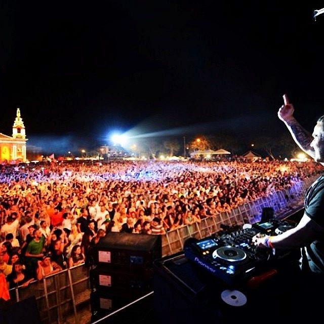 Cine vrea să meargă în Malta să ridice un deget, nu două!