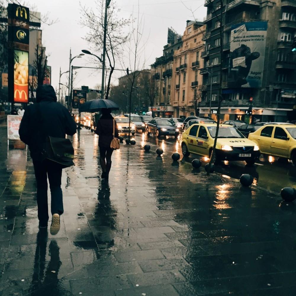 De ce urâm ploaia?